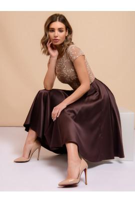Платье коричневое длины миди с короткими рукавами и вышивкой