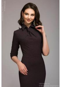 Бордовое платье-футляр в мелкий горошек с имитацией галстука