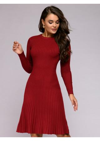 Платье красное трикотажное с расклешенной юбкой