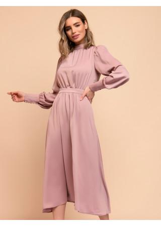 Платье длины миди розовое с драпировкой и длинными рукавами